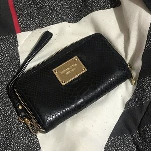 Black Micheal Kors wristlet wallet